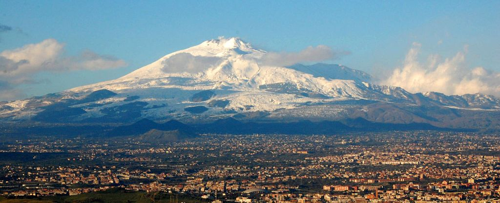 1280px-mt_etna_and_catania1